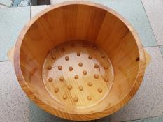 Chậu gỗ thông ngâm chân có hạt massage