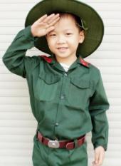 Bộ quần áo bộ đội trẻ em kèm nón tai bèo