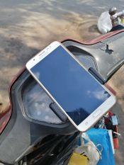 kẹp dán điện thoại trên mặt dồng hồ xe máy