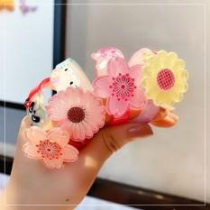 Vòng tay xinh xắn ngộ nghĩnh cho bé gái, hoa có thể xoay tròn rất xinh và đáng yêu. Màu ngẫu nhiên