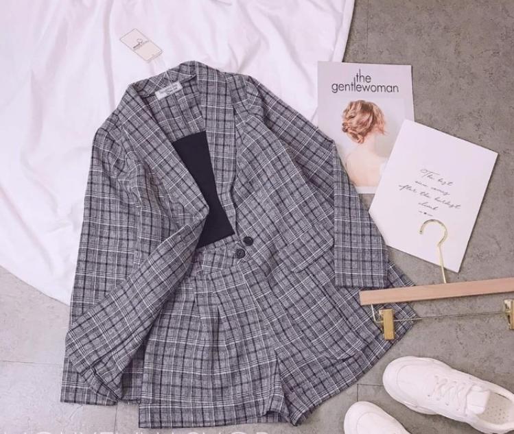 Set vest caro ba món quần đùi kèm áo thun và áo vest dài tay