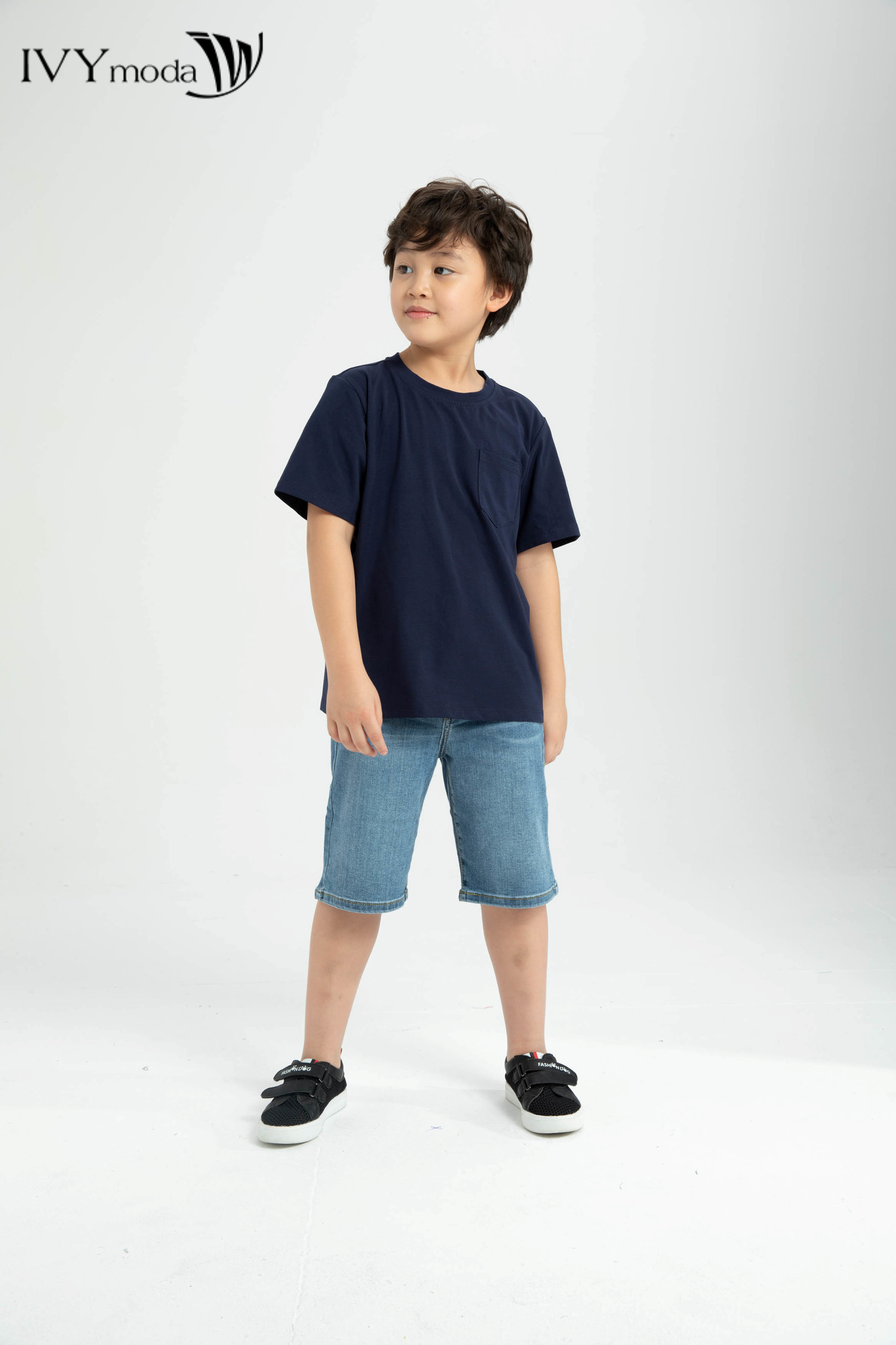 Áo thun bé trai cổ tròn trang trí túi vuông trước ngực IVY moda MS 57K1250