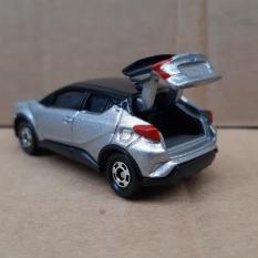 Xe mô hình Tomica – Xe Toyota C-HR màu bạc mở được cốp sau