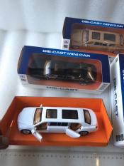 Mô hình ô tô SẮT Hạng Sang maybach 3 khoang chạy đà pin nhạc:model 988-33,18x9x4cm