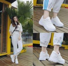 Giày sneaker nữ trắng mới – kèm ảnh thât
