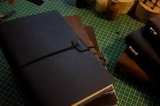 Sổ Tay Bìa Da Midori's Traveler Notebook Cỡ Tiêu Chuẩn A5 22×14cm 3 Lõi Siêu Đẹp (Tặng Kèm 1 Lõi Giấy & Charm Trang Trí)