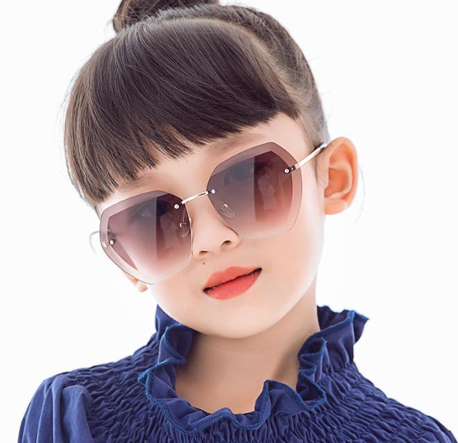 Kính mát thời trang chống tia UV cho bé