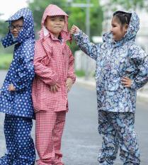 Bộ Quần Áo Mưa Vải Dù Cho Bé Chống Thấm , Đường may chắc chắn, thiết kế tinh tế xinh xắn nhiều họa tiết phù hợp cho bé