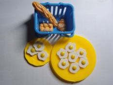 Bộ 2 mô hình trứng ốp la cho búp bê 30cm