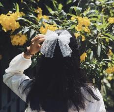 Kẹp tóc nơ màu trắng phối ren