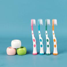 Set 4 bàn chải xuất Nhật cho bé từ 1-4 tuổi lông bàn chải mềm mại thân bàn chải hình hươu cao cổ ngộ nghĩnh cho bé dễ cầm Baby-S – SI015