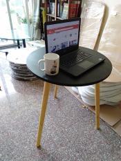 CF-bàn tròn đen cà phê bàn ngồi ghế bàn trà sữa bàn dùng laptop làm việc