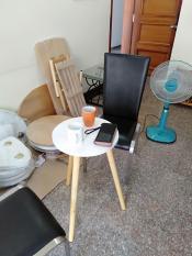 Bàn cà phê tròn trắng mini ngồi ghế dễ thương 40