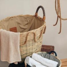 Giỏ tre đan cao cấp MODERN FUSIAN STRAW BASKET phong cách châu Âu đi kèm quai cầm và pom pom trang trí